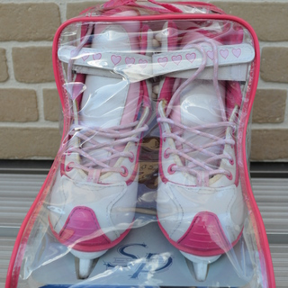フィギュア子供用スケート靴(メーカーCCM、21.5㎝)