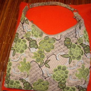 ビーズ刺繍のバック500円