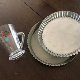 タルトの焼型とかわいい計量カップ