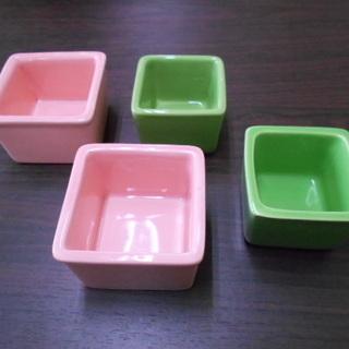 可愛らしい四角小鉢 4個セット