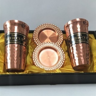 厚みがあり重厚な純銅ビアカップとコースターセット