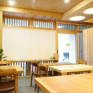 【木の香る自然素材のカフェ】