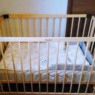 【値下げ】ファルスカ ベビーベッド+寝具一式
