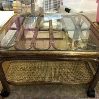 ガラステーブル(キャスター付き)