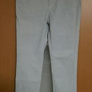 水色グレー系パンツ