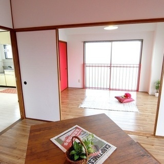 赤と白のお部屋。気持ちを上げるのにもってこい!
