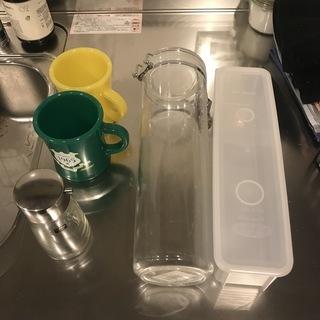 パスタ入れ物・醤油差し・プラスチック製コップ
