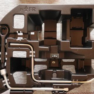 ZVW30 プリウス パンク修理キット無料