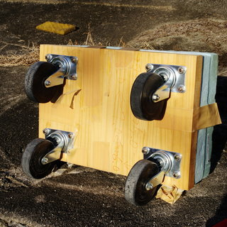 自作の台車(ハンドルなし) 上に座って低所での移動しながらの作業...