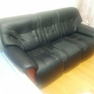 3人掛けソファ。取りに来てくださる方、無料で差し上げます❗