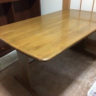 ダイニングテーブル+イス四脚セット(交渉中です)