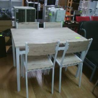 見に来てくださいね。キレイな食卓テーブル、イス4脚セットです。