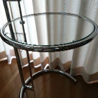 アイリーングレイサイドテーブル