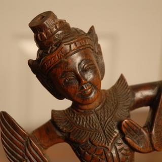 アジアン雑貨 愛嬌たっぷりの木彫りの人形
