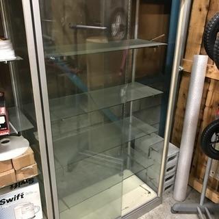ガラスショーケース W:900 x H:1,600 x D:450