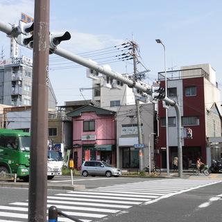 お得です!家賃5.8万円(消費税込)、人通りの多い大通り沿いの1階です