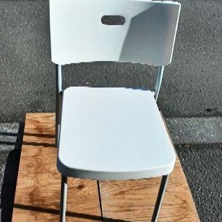 樹脂の座面背もたれパイプ椅子