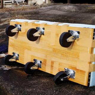 自作の6輪台車(ハンドルなし) 上に座って低所での移動しながらの...