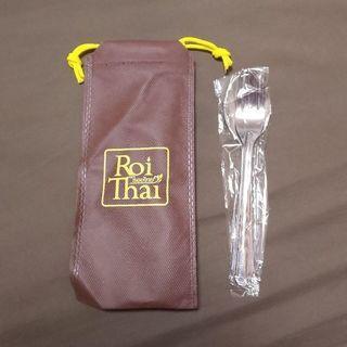 新品・未使用   Roi Thai  スプーン&フォーク(巾着付き)