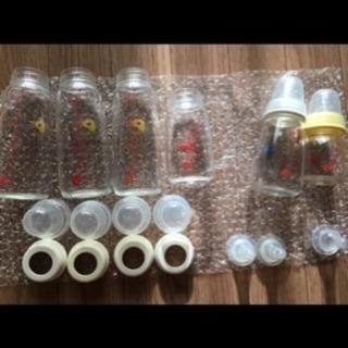 哺乳瓶セットと消毒用ケース