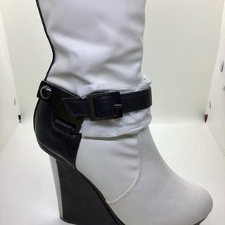 【12月迄交渉可】新品✨白いブーツ(少々難あり)