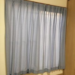 ギンガムチェックのカーテン