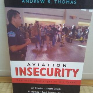 空港セキュリティの洋書 Aviation Insecurity:...