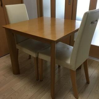 アカモク家具の一枚板のテーブルと椅子