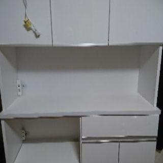 食器棚  使用期間半年
