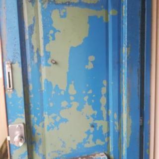 ドアのペンキ塗ります📝