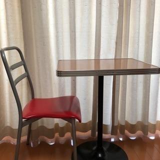 カフェテーブルと椅子