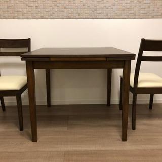 新品未使用 ダイニングテーブルと椅子2脚