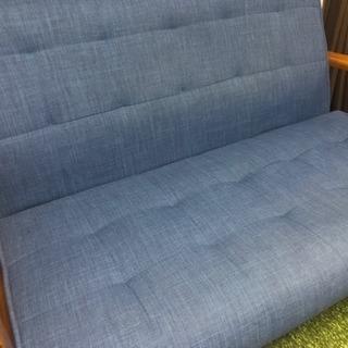 ブルーのソファー