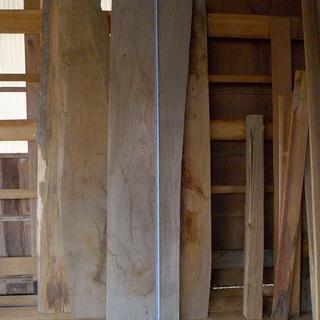 木材 いろんな材種、サイズの板あります!