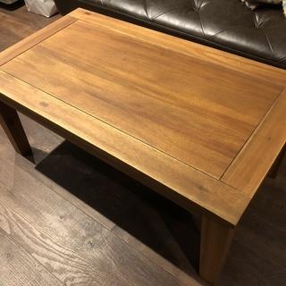 シンプルなデザインのローテーブル(机)