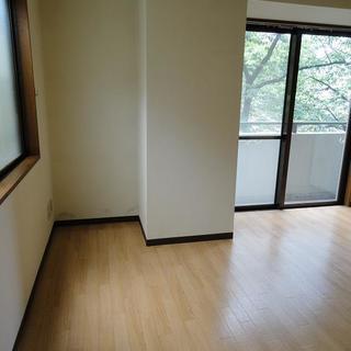 中目黒駅5分桜が見えるお部屋です。