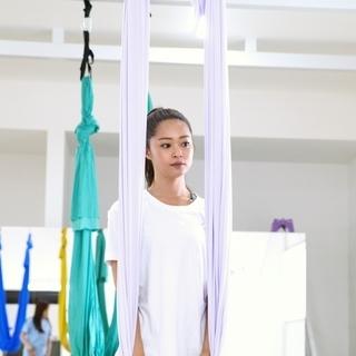 【ハンモックヨガ】今話題の空中に吊ったハンモックを使用した新感覚ヨ...