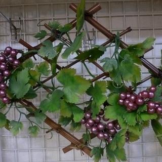 和風 格子状の竹とブドウの壁掛け 和室にいかが