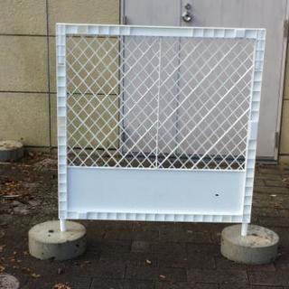 kKプラスチックフェンス100枚、 フェンス用石台101個、プラ...
