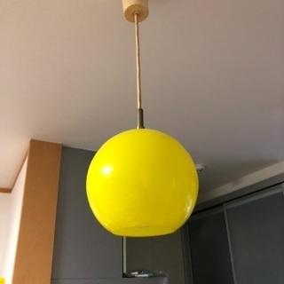 黄色い電気3つ
