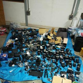 カメラ、フラッシュその他部品多数あります引き取りでお願いします