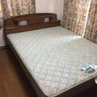 ベッド クイーンサイズ