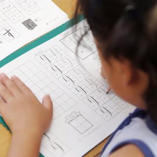 昭島駅前の幼児教室 よみかきなび(ひらがな カタカナの読み書き練習)