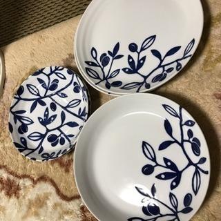 藍色の可愛いお皿三種  新品  6枚セット