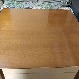 フランスベッドのテーブル
