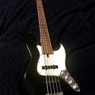 5弦ベース バッカス ユニバースシリーズ。