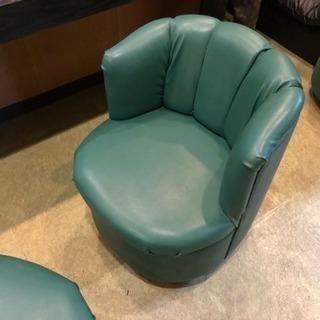 喫茶店で少しだけ使った、新品に近いキャスターが付いている椅子が1...