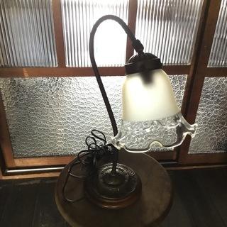 カットガラスのテーブルライト
