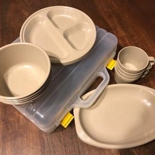 キャンプ用食器ケース入り  4種×4枚  2セット
