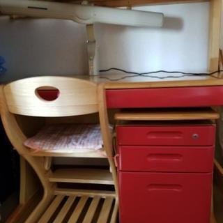 学習机(椅子、デスクマット、電気スタンド付き)